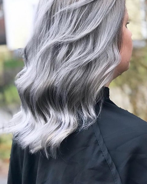 Titanium hair - the hottest hair color of the year 2022